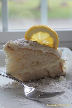 Copycat Olive Garden Lemon Cream Cake Recipe