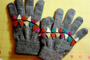 Bunting-Inspired Winter Gloves