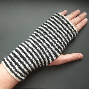 Knitting Patterns Striped Gloves : Breton Striped Handwarmers AllFreeKnitting.com