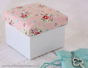 30s Flair Fabric Covered Box