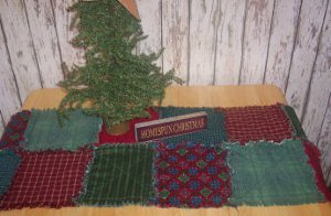 Raggedy Christmas Quilt Table Runner