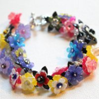 Lovely Lucite Flower Bracelet