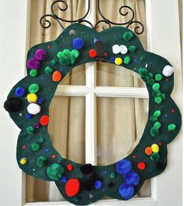 Fun felt christmas wreath for Felt christmas crafts for kids