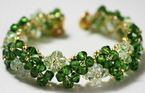 Four-Leaf Clover Beaded Bracelet Pattern