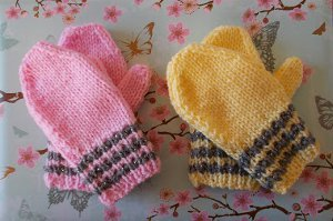 Knitting Pattern For Toddler Mittens With Thumbs : Striped Toddler Mittens AllFreeKnitting.com