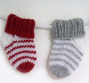 Knitting Pattern Baby Tights : Simple Striped Baby Socks AllFreeKnitting.com