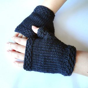 Classic Navy Fingerless Gloves AllFreeKnitting.com