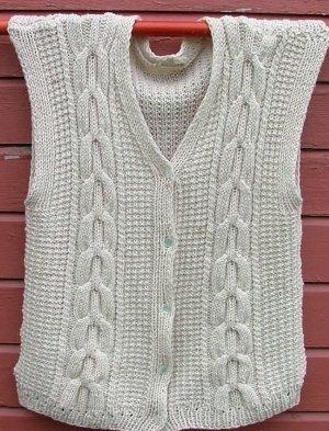 Knitting Pattern Cable Knit Cowl Vest : Mens Cable Knit Vest AllFreeKnitting.com