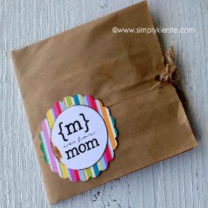 Mom's Lunch Bag Card | AllFreeHolidayCrafts.com
