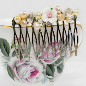 Dainty Detailed Hair Comb