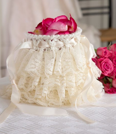 Free Crochet Wedding Bag Pattern : Delicate Lace Crochet Bag Pattern AllFreeDIYWeddings.com