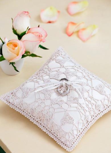 Crocheted Wedding Ceremony Ideas & 60+ Free Crochet Patterns: How to Crochet for a Wedding ... pillowsntoast.com