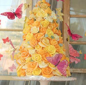 Gorgeously Golden Fondant Rose Wedding Cake