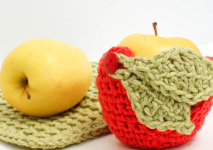 Adorable Apple Crochet Cozy