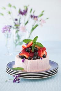 No-Bake Skinny Strawberry Cake