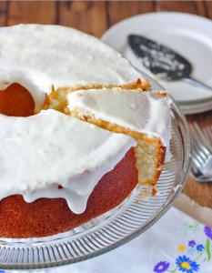 Moist Louisiana Crunch Cake