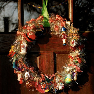Christmas cool ornaments wreath - Awesome christmas wreath with homemade style ...