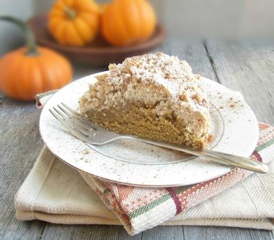 Addictive Pumpkin Crumb Cake