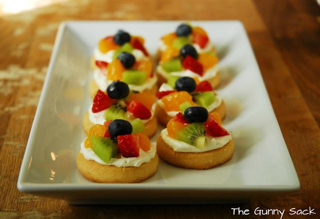Mini Fruit Pizza Thebestdessertrecipes Com