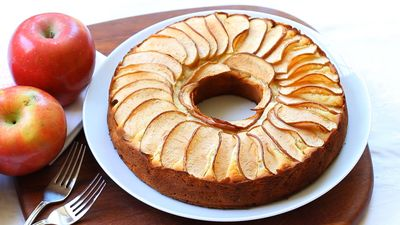 Moms Gluten Free Apple Cake