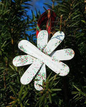 Easy Craft Stick Snowflake Ornaments