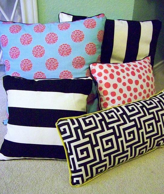 & DIY No Sew Pillows   AllFreeSewing.com pillowsntoast.com