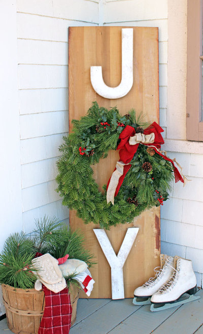 Inviting Outdoor Christmas Wreath Sign