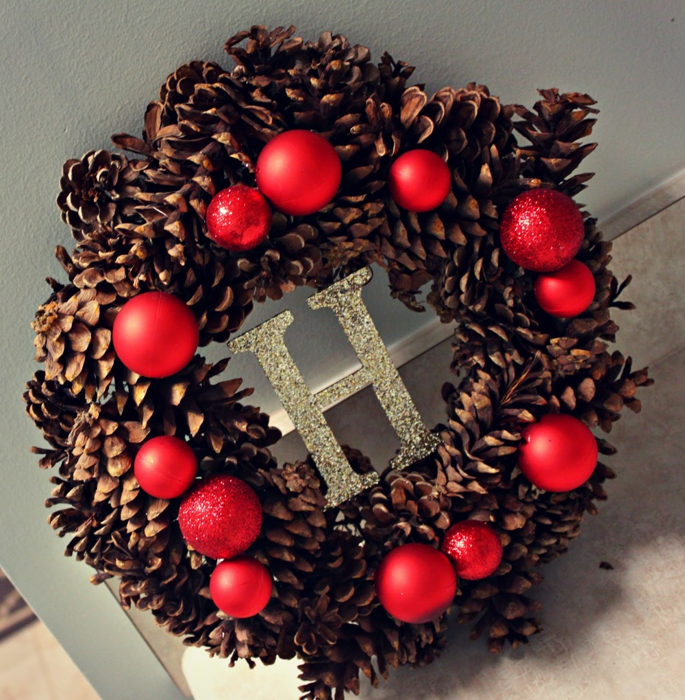 Personalized pine cone christmas wreath for Large christmas pine cones