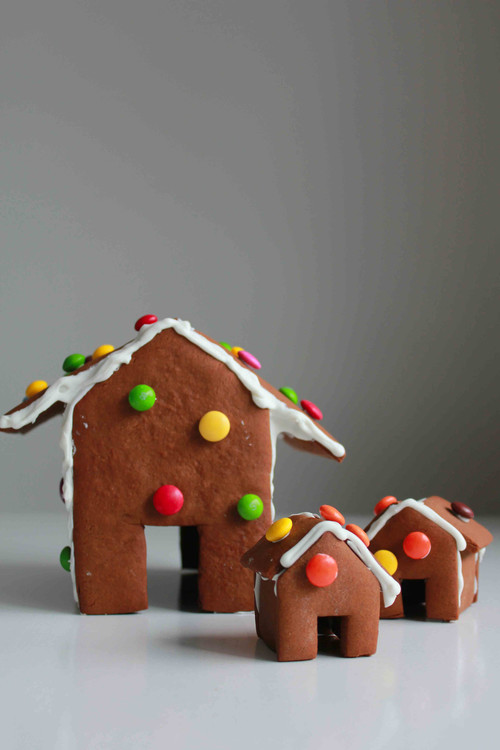 Easy DIY Gingerbread House