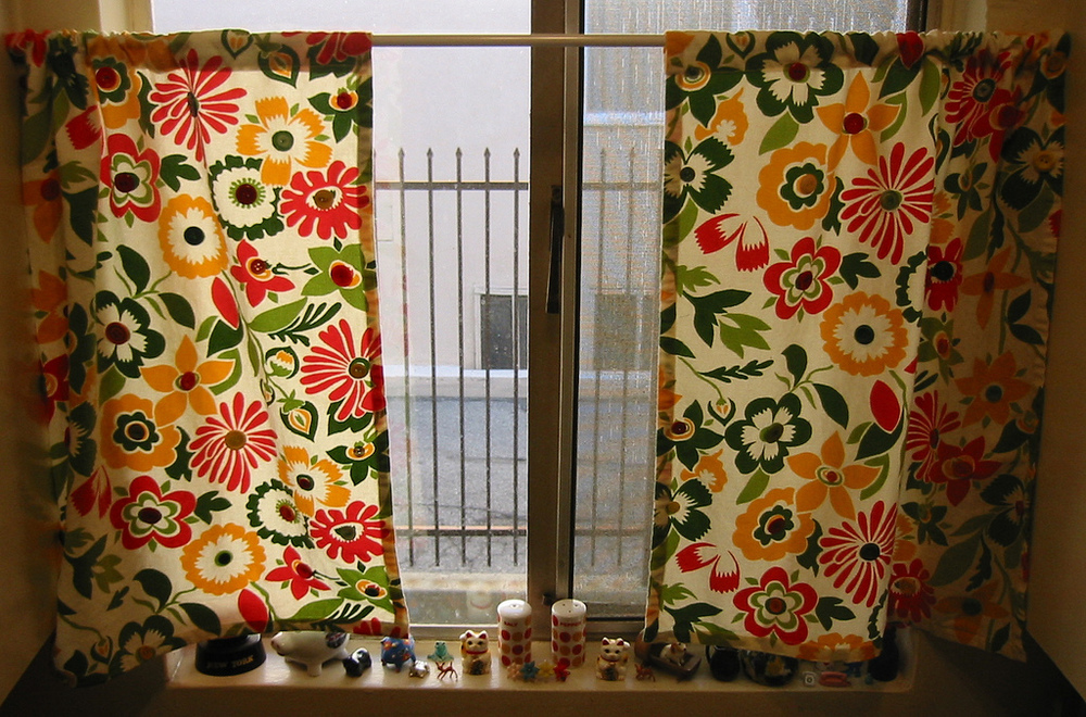 Vintage button kitchen curtains Window treatment ideas to make