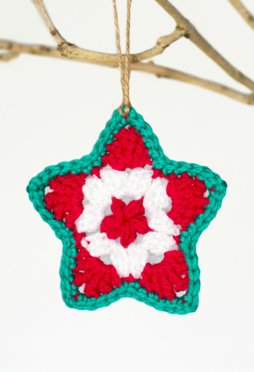 Perfect little crocheted star ornament for All free holiday crafts