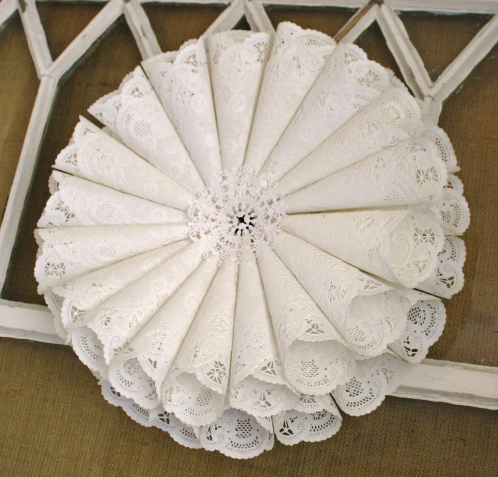 elegant craft ideas doily wreath allfreeholidaycrafts 1953