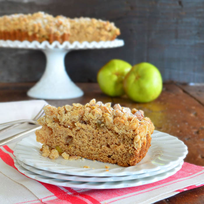 Apple Cardamom Crumb Cake | RecipeLion.com