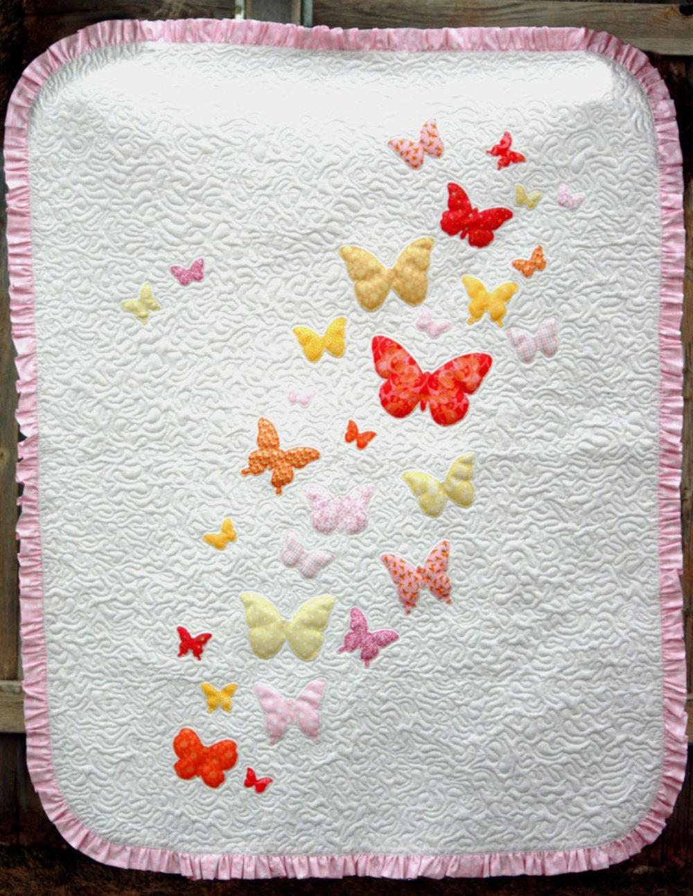 butterflies a flutter baby quilt pattern favequilts com
