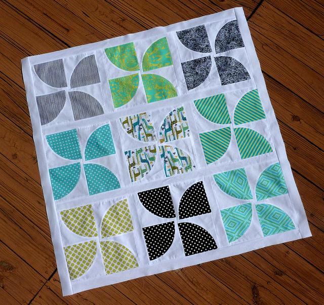 Curvy Pinwheels Quilt Block Favequilts Com