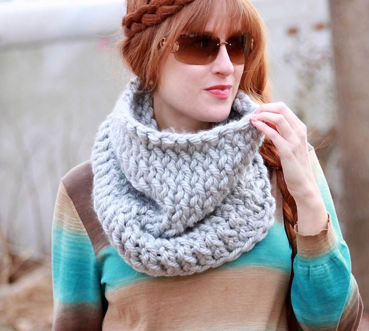 Free Cowl Knitting Patterns For Beginners : Super Chunky Easy Knit Cowl AllFreeKnitting.com