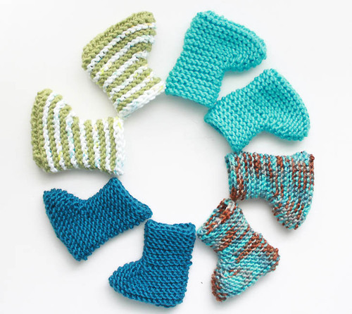 Simple Bootie Knitting Pattern : Crazy Easy Knit Baby Booties AllFreeKnitting.com