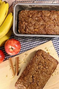 Shortcut Amish Apple Bread