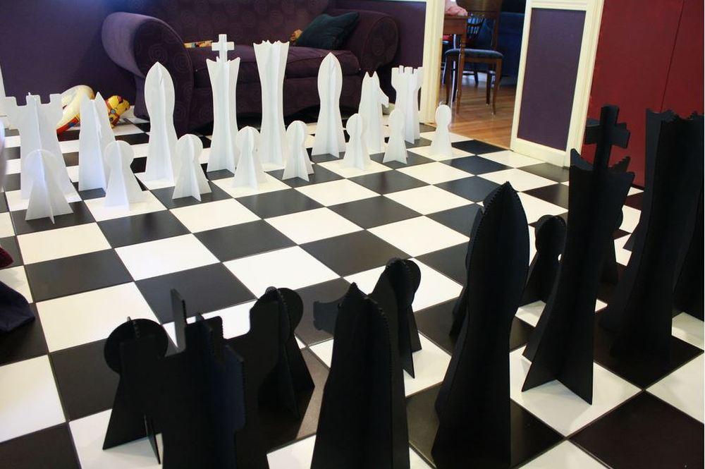 Diy giant chess for Ajedrez gigante jardin