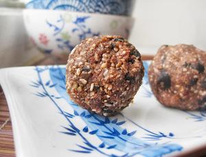 Raw and Vegan Chocolate Coconut Balls
