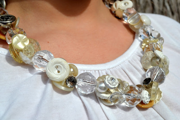 How to Make a Necklace with Buttons