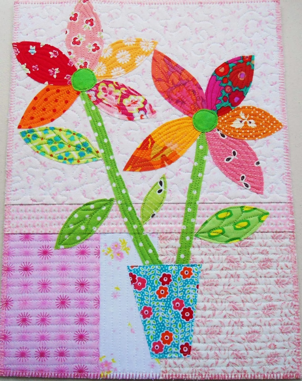 Snow Flowers Applique Wall Hanging Favequilts Com