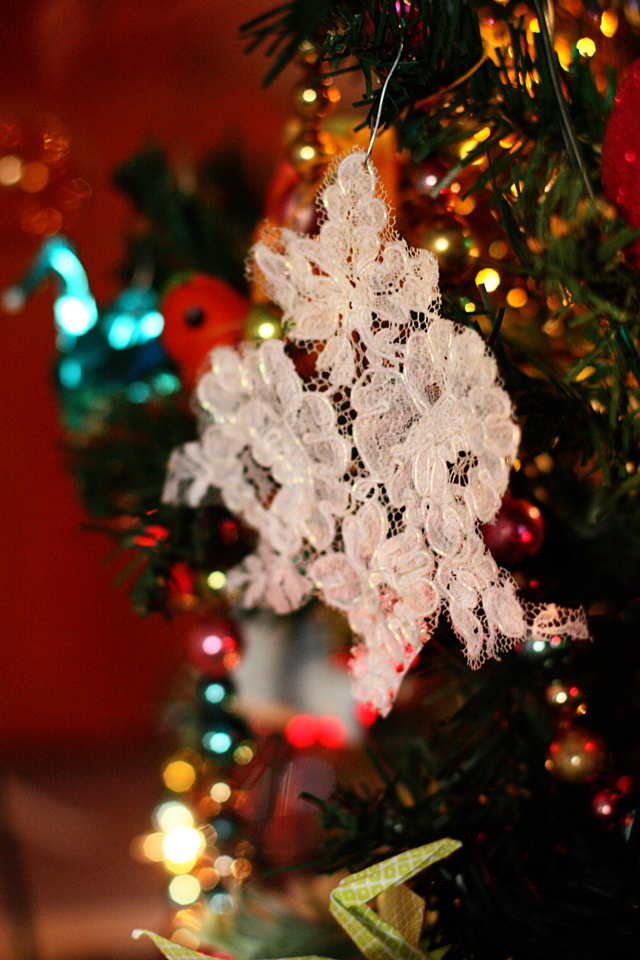 Easy Lace Snowflake Homemade Ornaments