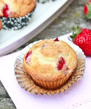 Strawberry Rhubarb Yogurt Muffins