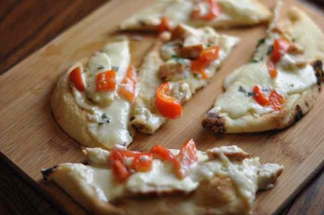 Copycat olive garden grilled chicken flatbread - Olive garden chicken alfredo pizza ...