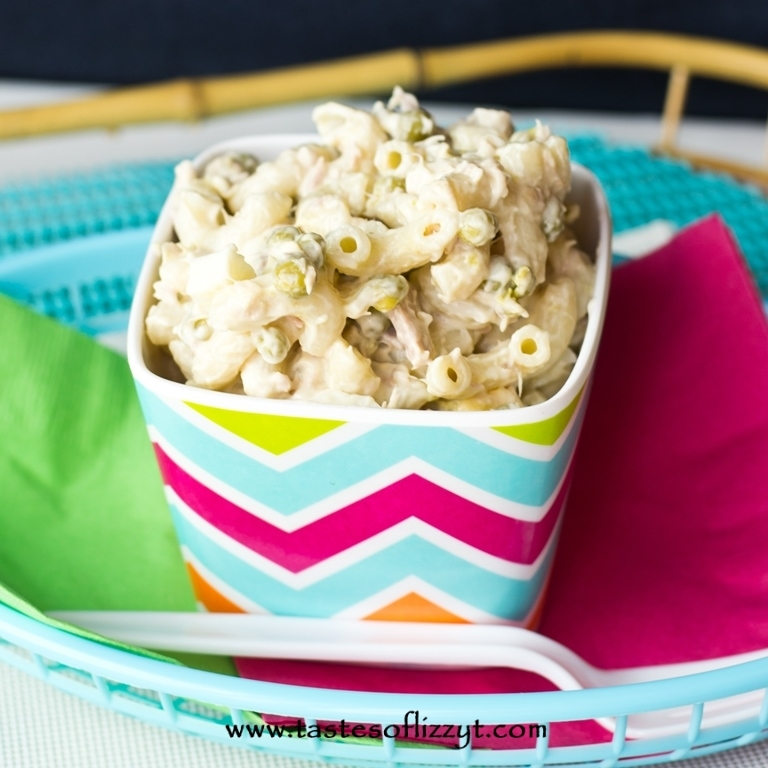 5-Ingredient Classic Tuna Macaroni Salad | RecipeLion.com