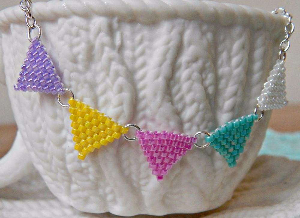 Brick Stitch Bunting Necklace Allfreejewelrymaking Com