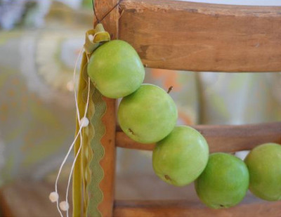 Appealing Apple DIY Garland
