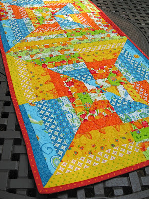 Honey Bun Table Runner Pattern Favequilts Com