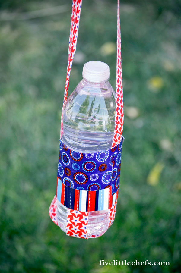 water bottle craft ideas easy duct water bottle holder allfreeholidaycrafts 5702